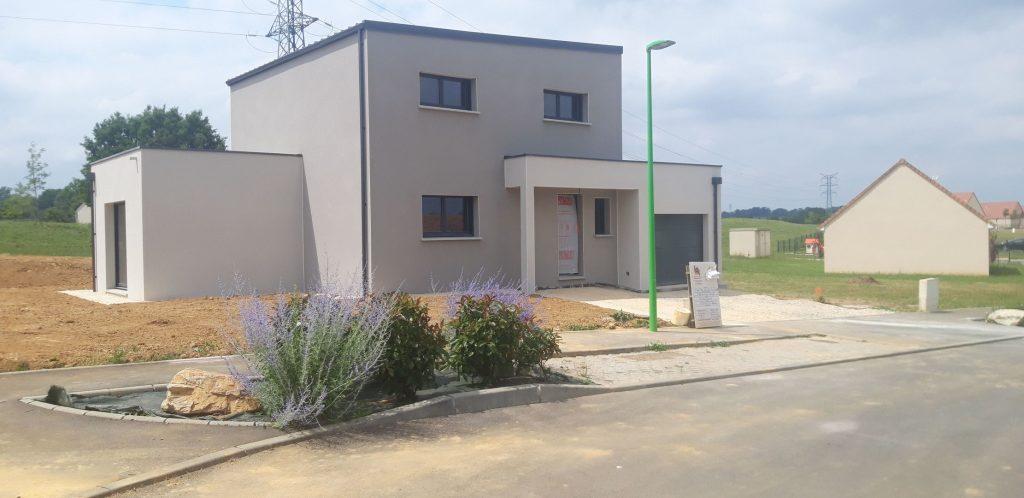 Maison moderne à étage à Arconnay